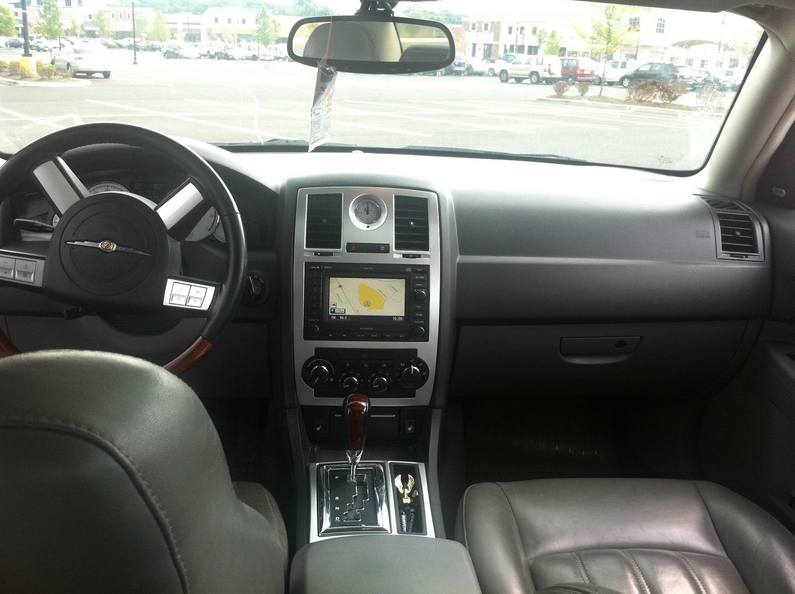 Dodge Dealers Near Me >> 2005 Chrysler 300 - Interior Pictures - CarGurus