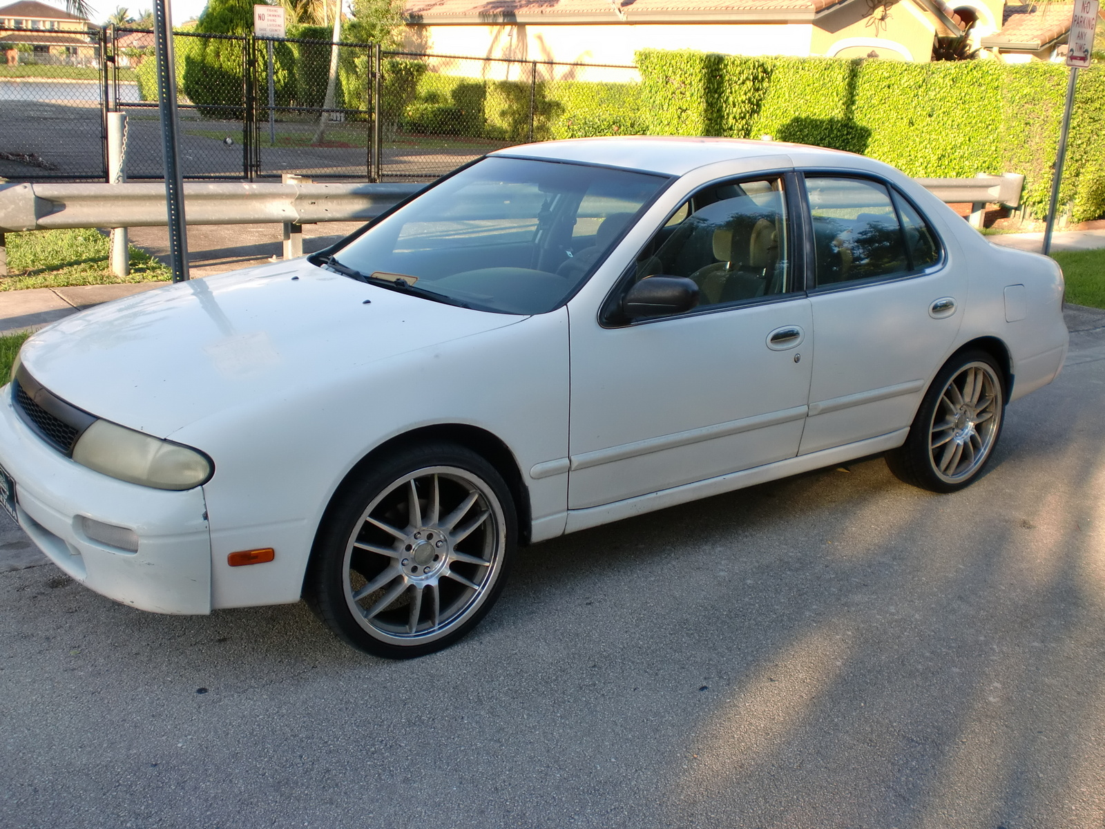 Picture of 1995 Nissan Altima XE, exterior