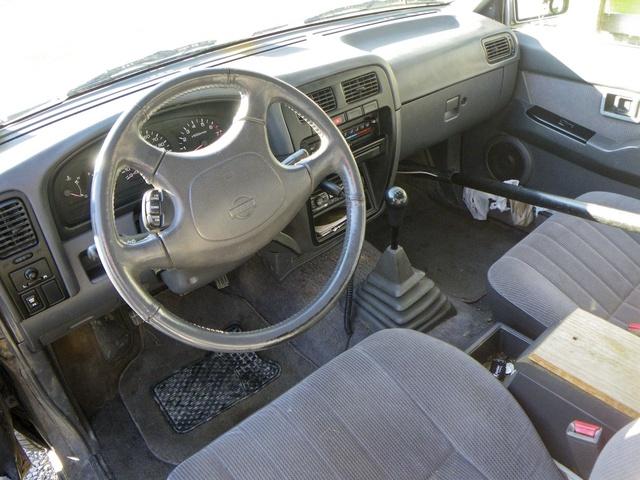 furthermore Large together with Nissan Pickup Dr Std Standard Cab Sb Pic X likewise Nissan Pathfinder Dr Suv Se Fq Oem besides . on 1995 nissan pathfinder interior