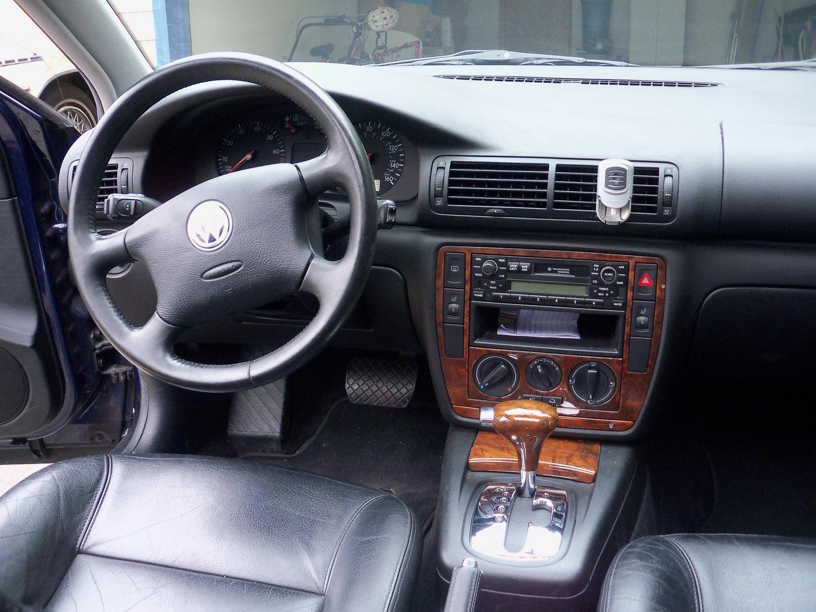 The gallery for volkswagen passat 2000 interior for Volkswagen passat interior