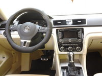 Picture of 2012 Volkswagen Passat SE w/ Sunroof and Nav, interior