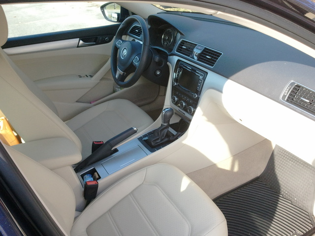 Picture of 2012 Volkswagen Passat SE w/ Sunroof, interior