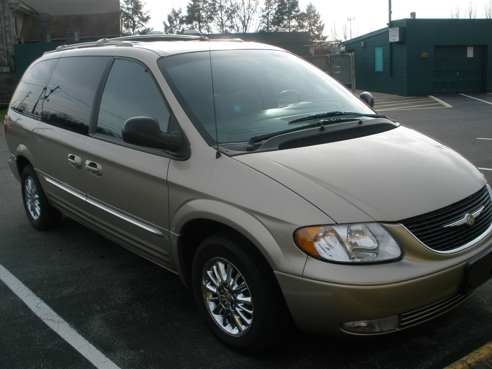 picture of 2002 chrysler town country limited exterior. Cars Review. Best American Auto & Cars Review