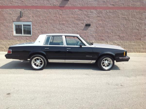 Picture of 1986 Pontiac Bonneville