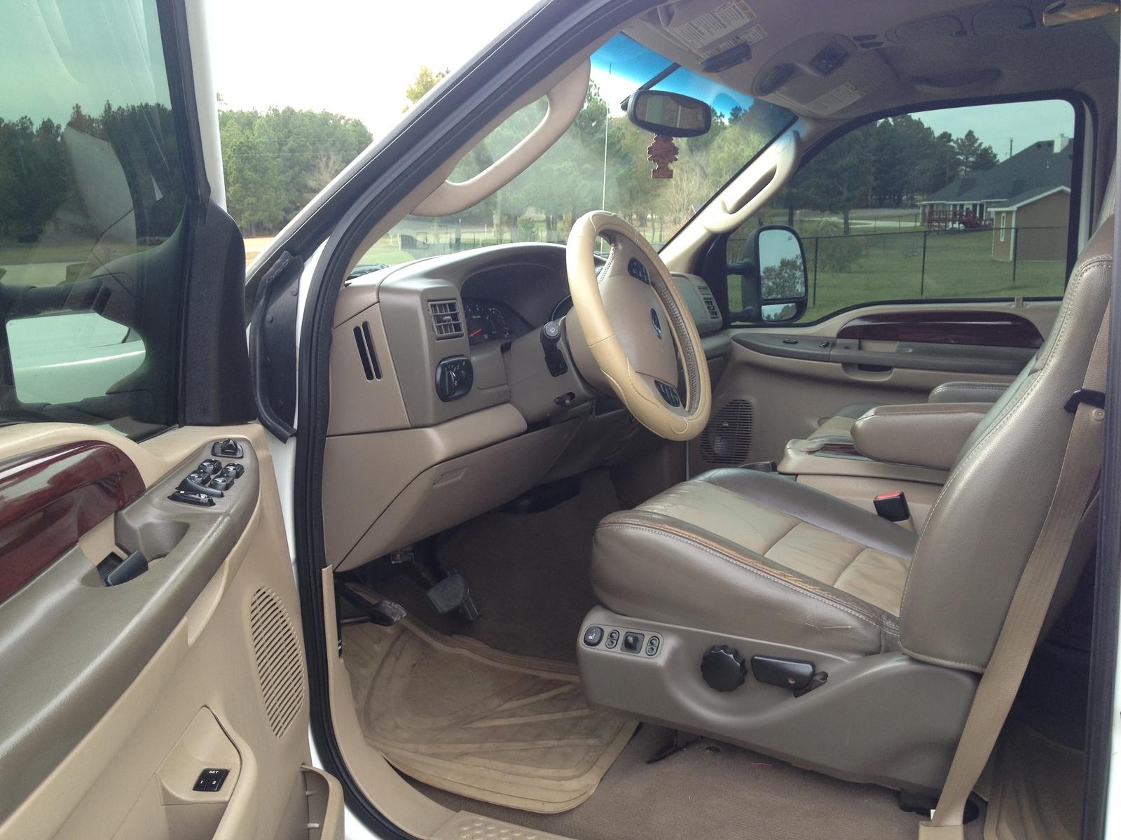 2005 Ford Excursion Interior