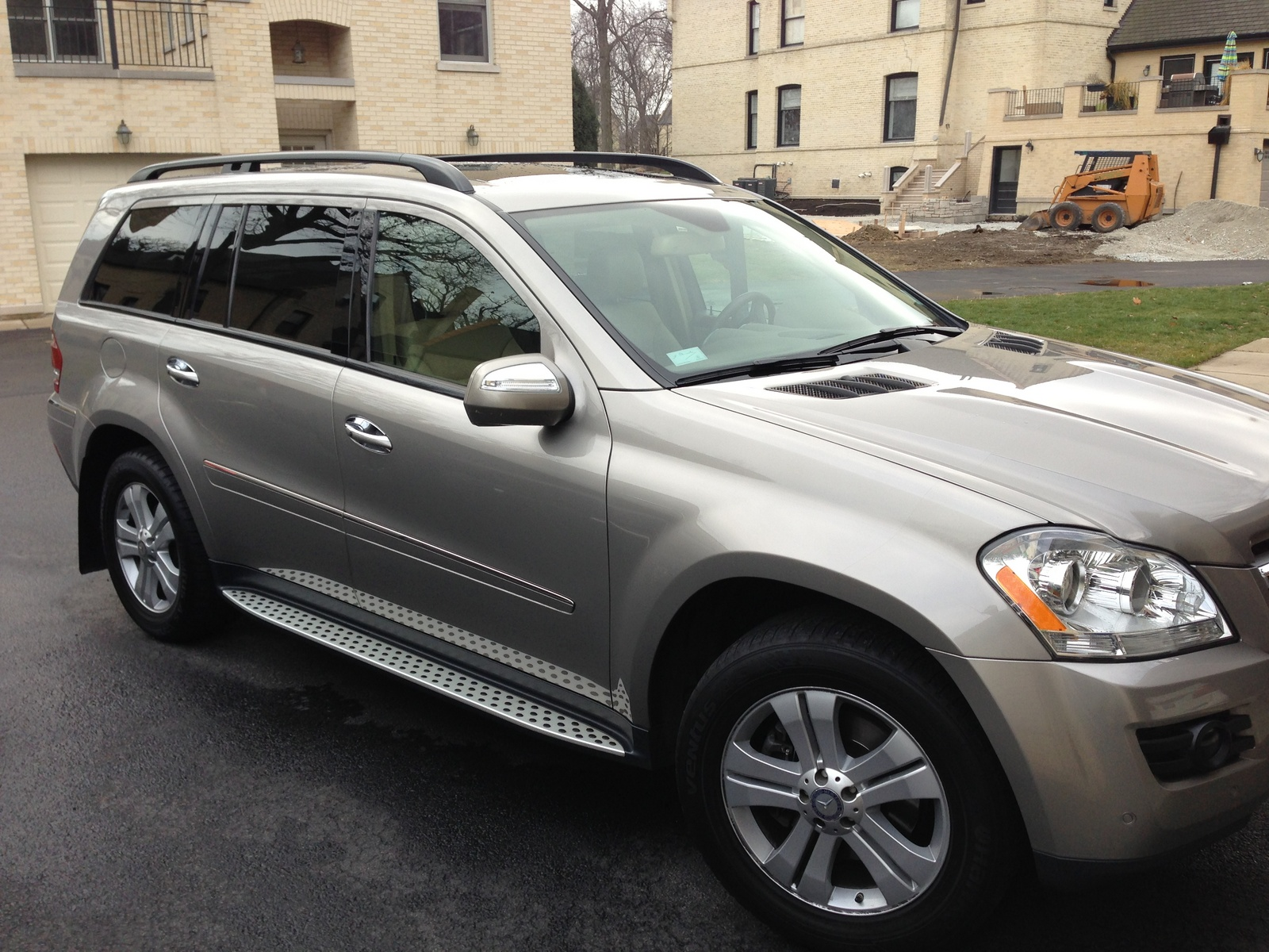Service manual 2009 mercedes benz gl class how to adjust for Mercedes benz suv 2009 price