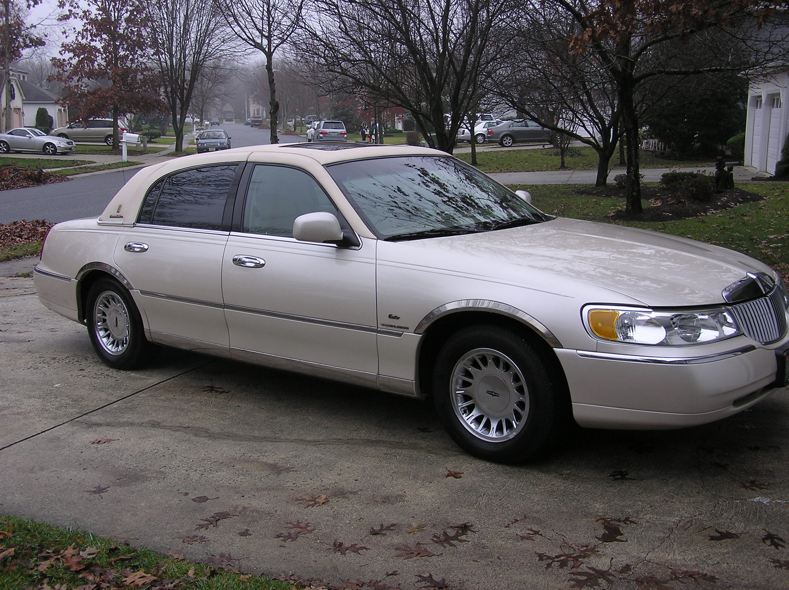 2000 Lincoln Town Car Pictures Cargurus