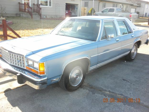 Picture of 1985 Ford LTD Crown Victoria
