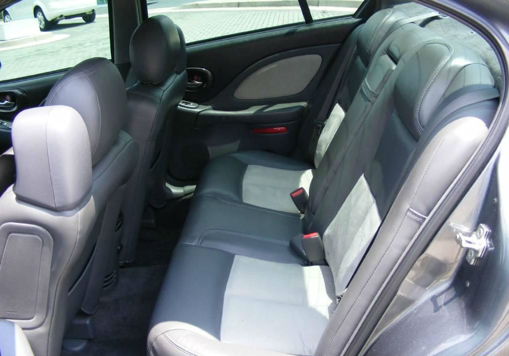 2005 pontiac bonneville pictures cargurus. Black Bedroom Furniture Sets. Home Design Ideas