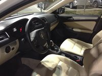 Picture of 2011 Volkswagen Jetta SEL w/ Sunroof, interior