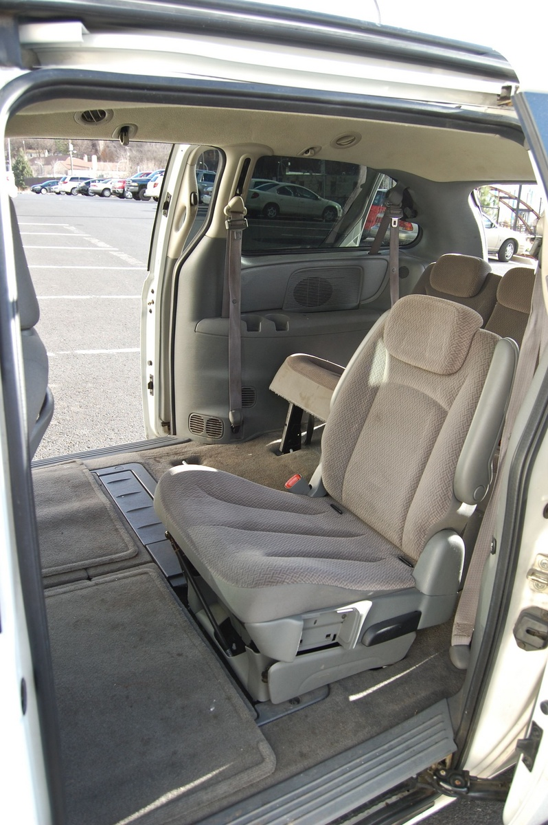 2006 chrysler town country pictures cargurus. Black Bedroom Furniture Sets. Home Design Ideas