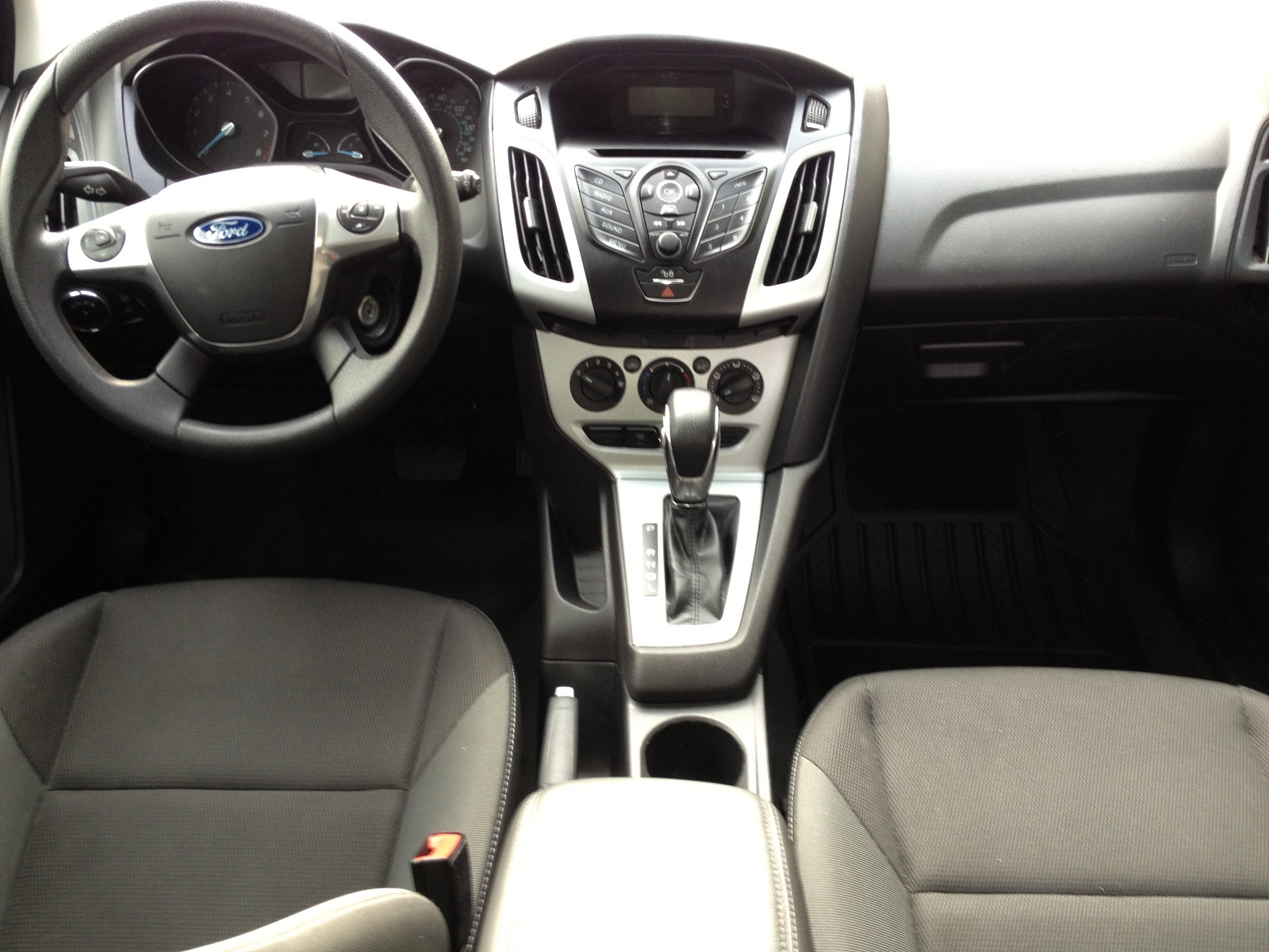 picture of 2012 ford focus se hatchback interior 1600x1200 picture