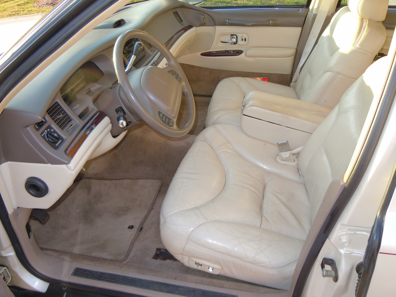 1997 lincoln town car interior pictures cargurus. Black Bedroom Furniture Sets. Home Design Ideas