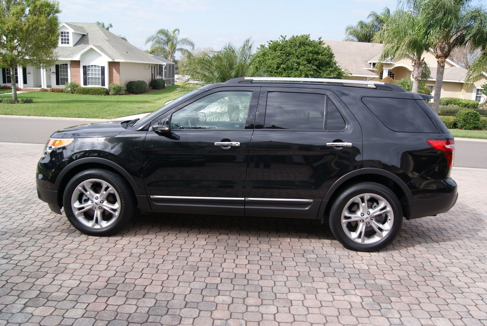 Ford Explorer Limited Pic