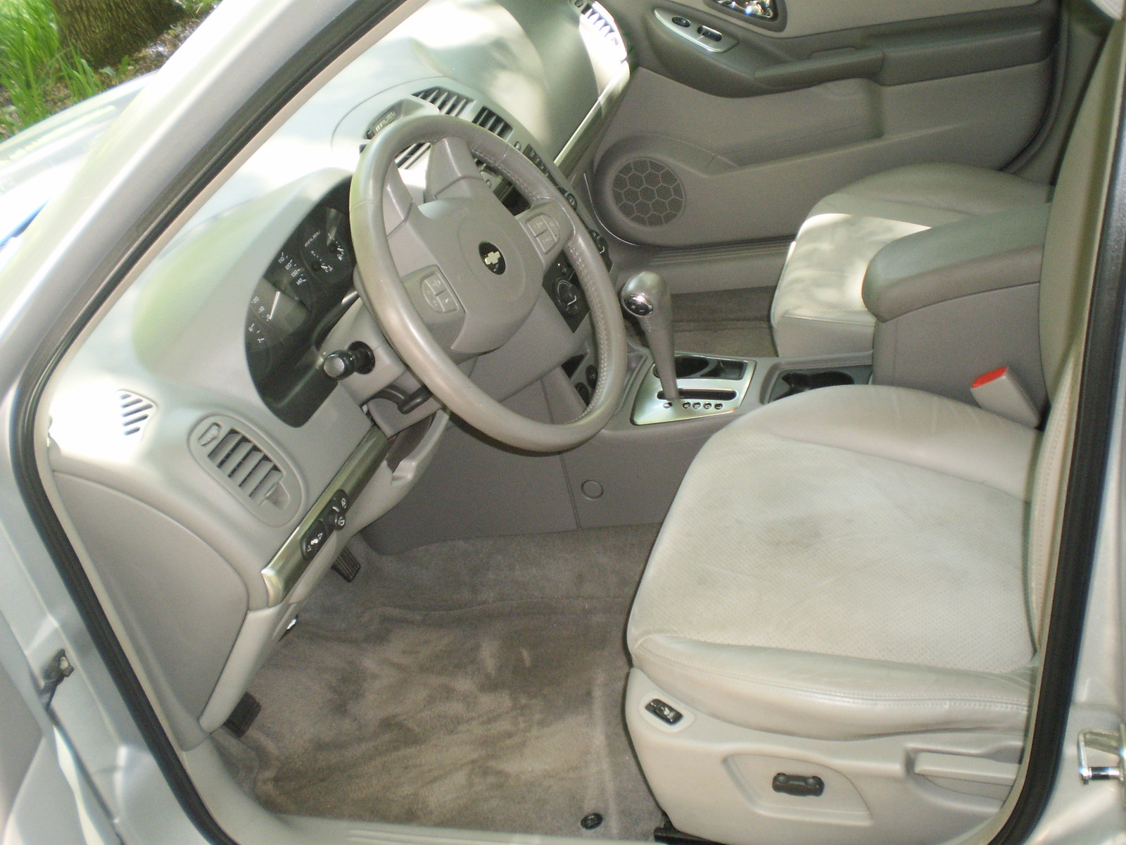 2004 chevrolet malibu interior pictures cargurus. Black Bedroom Furniture Sets. Home Design Ideas