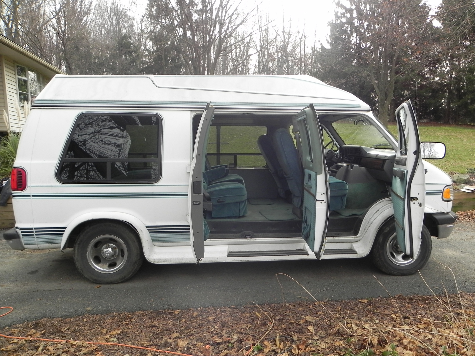 Picture of 1996 Dodge Ram Van 3 Dr 2500 Cargo Van