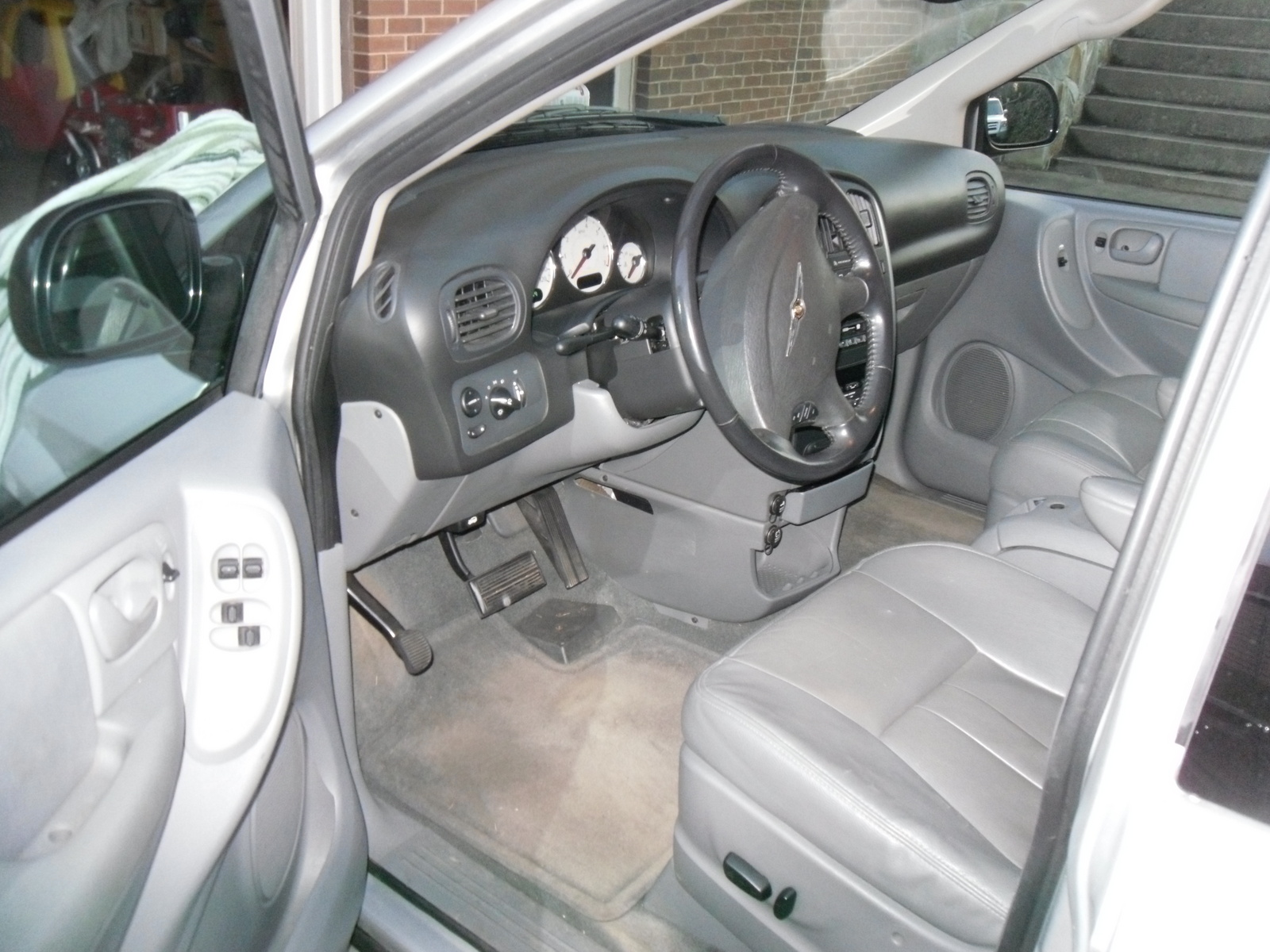 2005 chrysler town country interior pictures cargurus. Black Bedroom Furniture Sets. Home Design Ideas