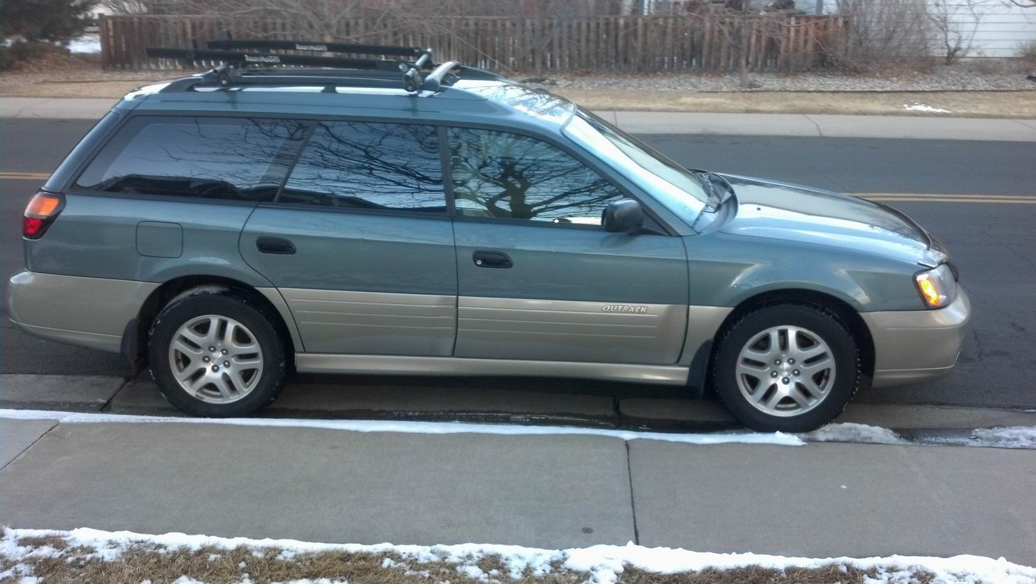 used 2001 subaru outback wagon pricing for sale edmunds autos post. Black Bedroom Furniture Sets. Home Design Ideas