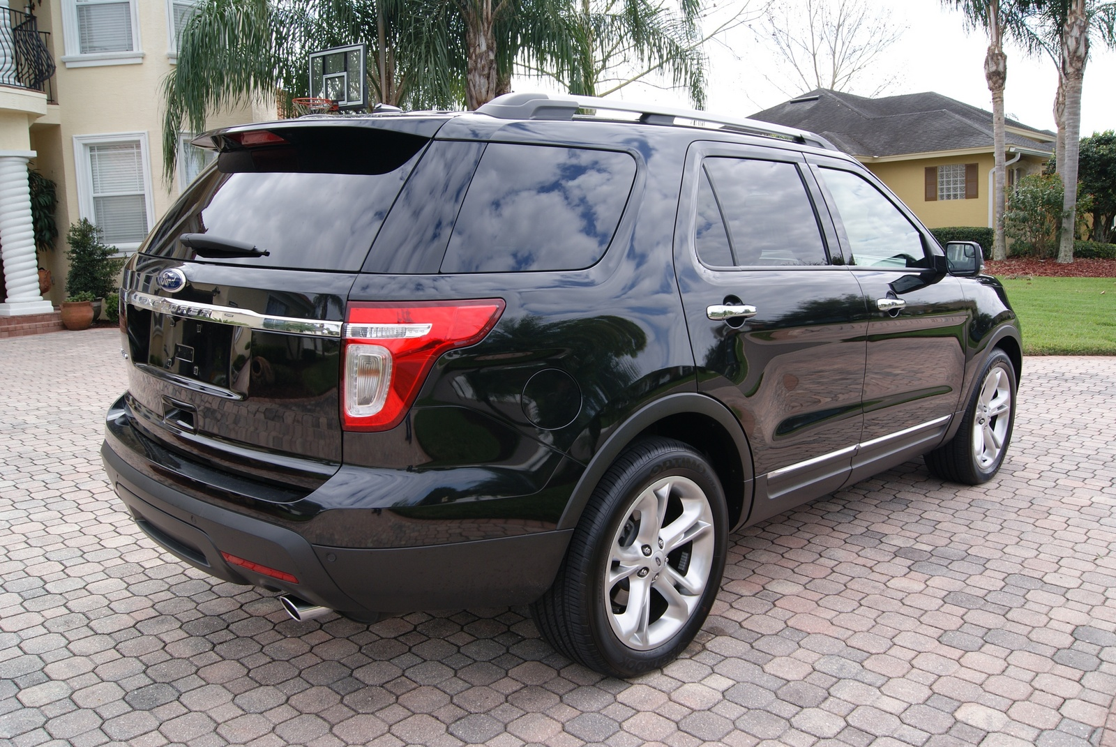 picture of 2013 ford explorer limited exterior 2002 ford explorer xlt. Cars Review. Best American Auto & Cars Review