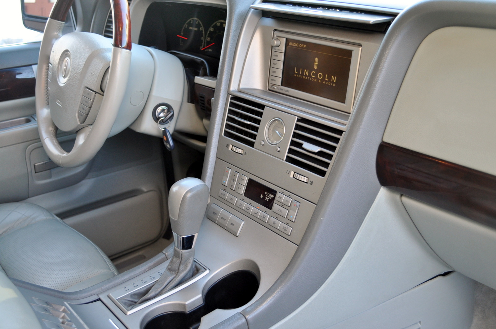 Picture Of 2003 Lincoln Aviator 4 Dr Std Awd Suv Interior