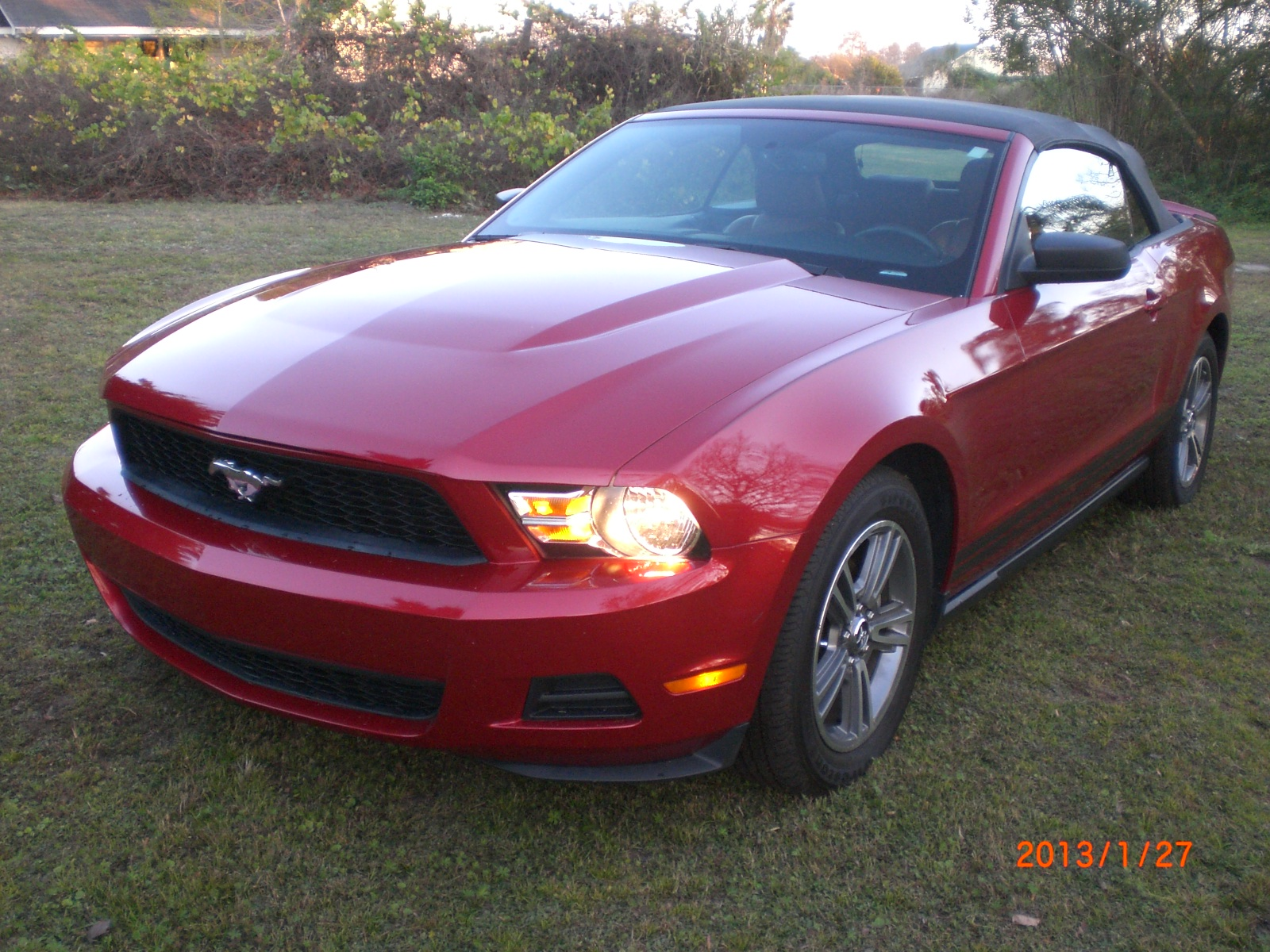 picture of 2010 ford mustang v6 premium convertible exterior. Black Bedroom Furniture Sets. Home Design Ideas