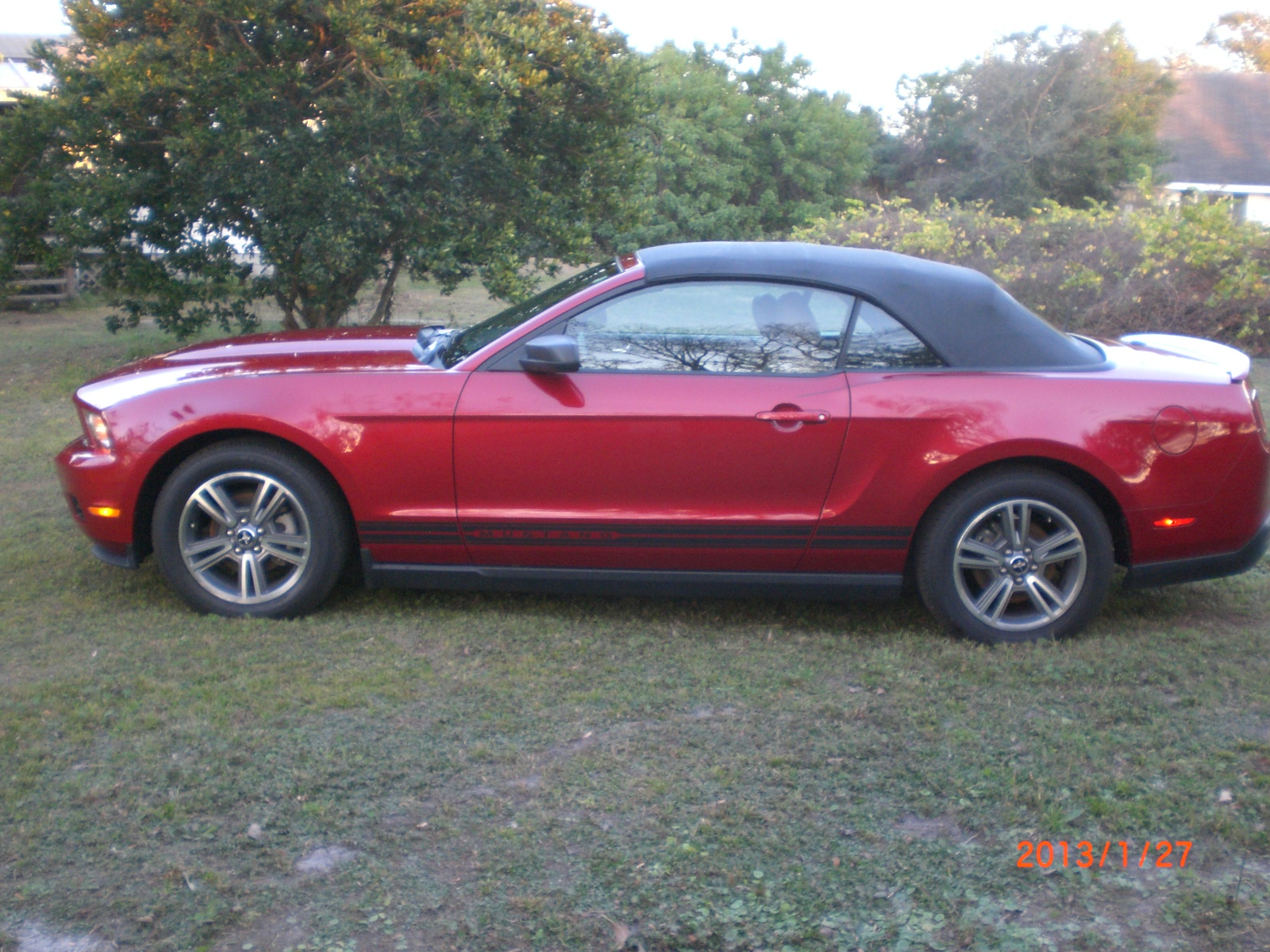 2010 ford mustang v6 premium convertible trim overview. Black Bedroom Furniture Sets. Home Design Ideas