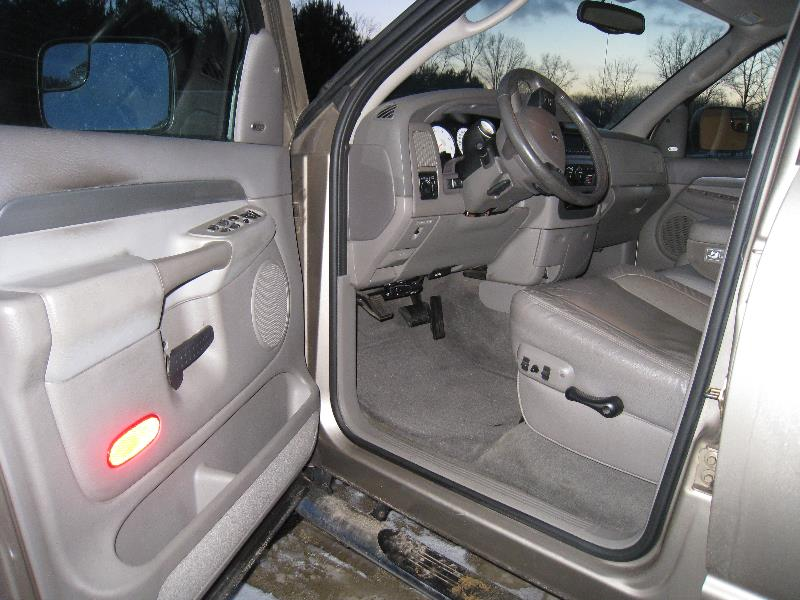 2004 dodge ram pickup 2500 pictures cargurus. Black Bedroom Furniture Sets. Home Design Ideas