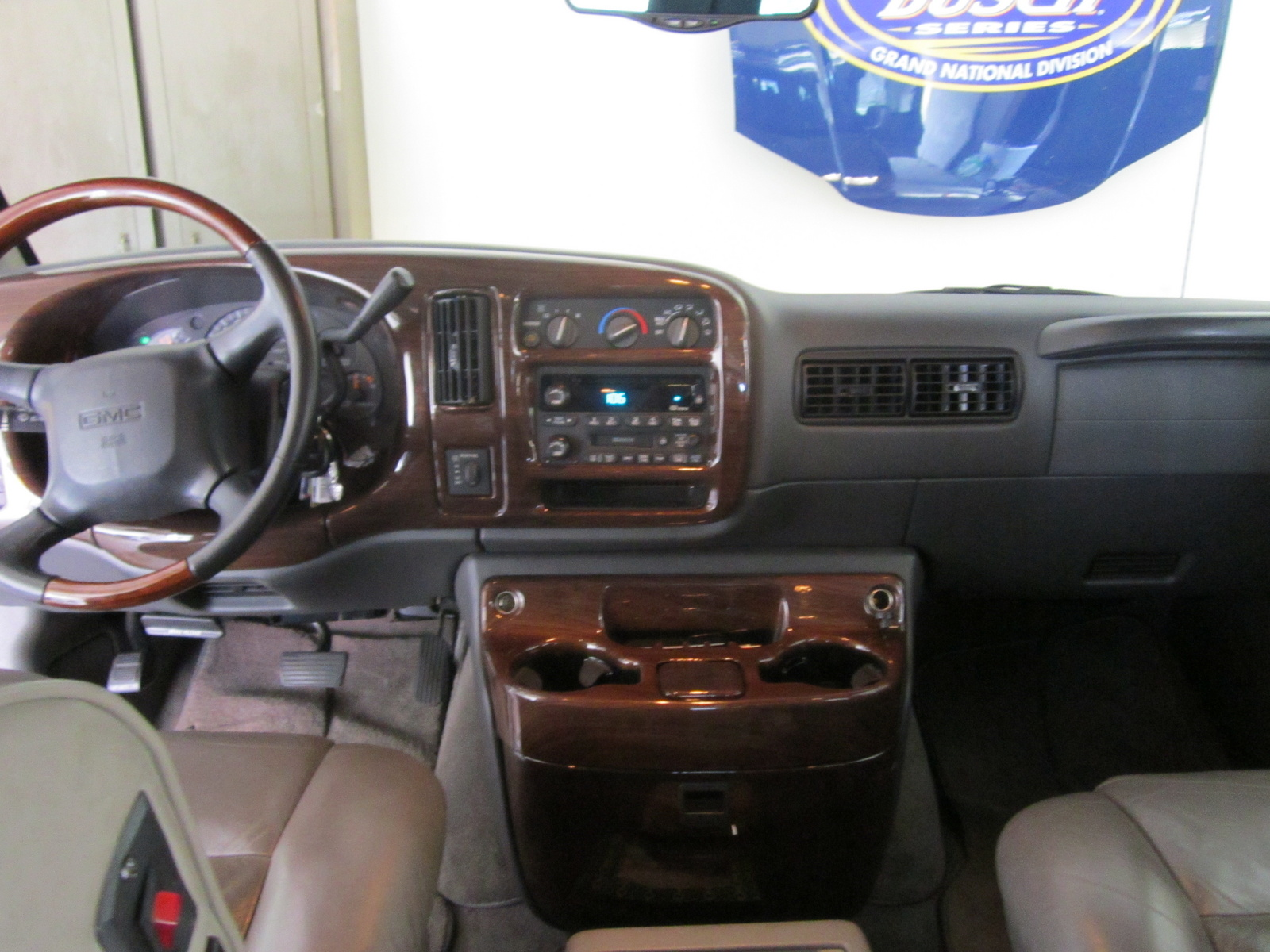 Picture of 2002 GMC Savana G1500 SLE Passenger Van, interior