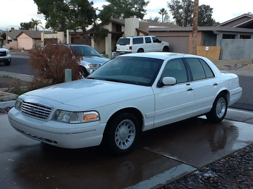 2001 Ford Crown Victoria - Pictures