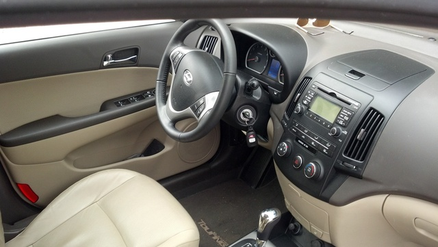 Picture of 2012 Hyundai Elantra Touring SE, interior, gallery_worthy