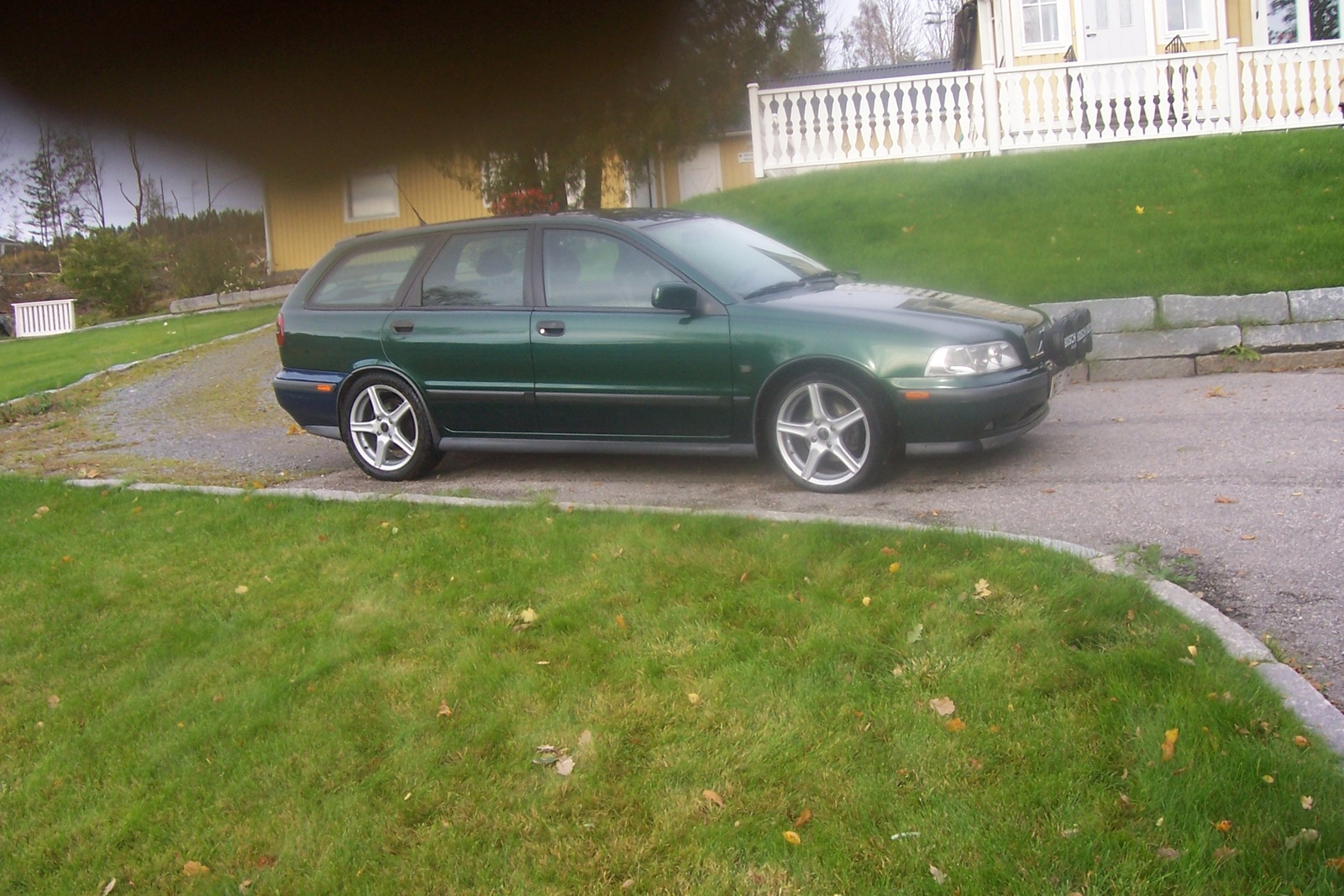 Picture of 1998 Volvo V40