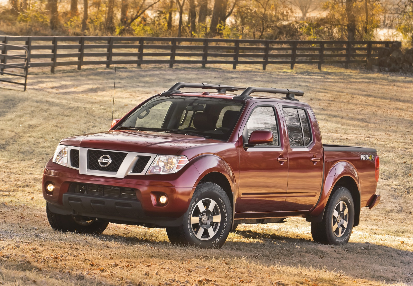 2013 Nissan Frontier, Front-quarter view, exterior, manufacturer