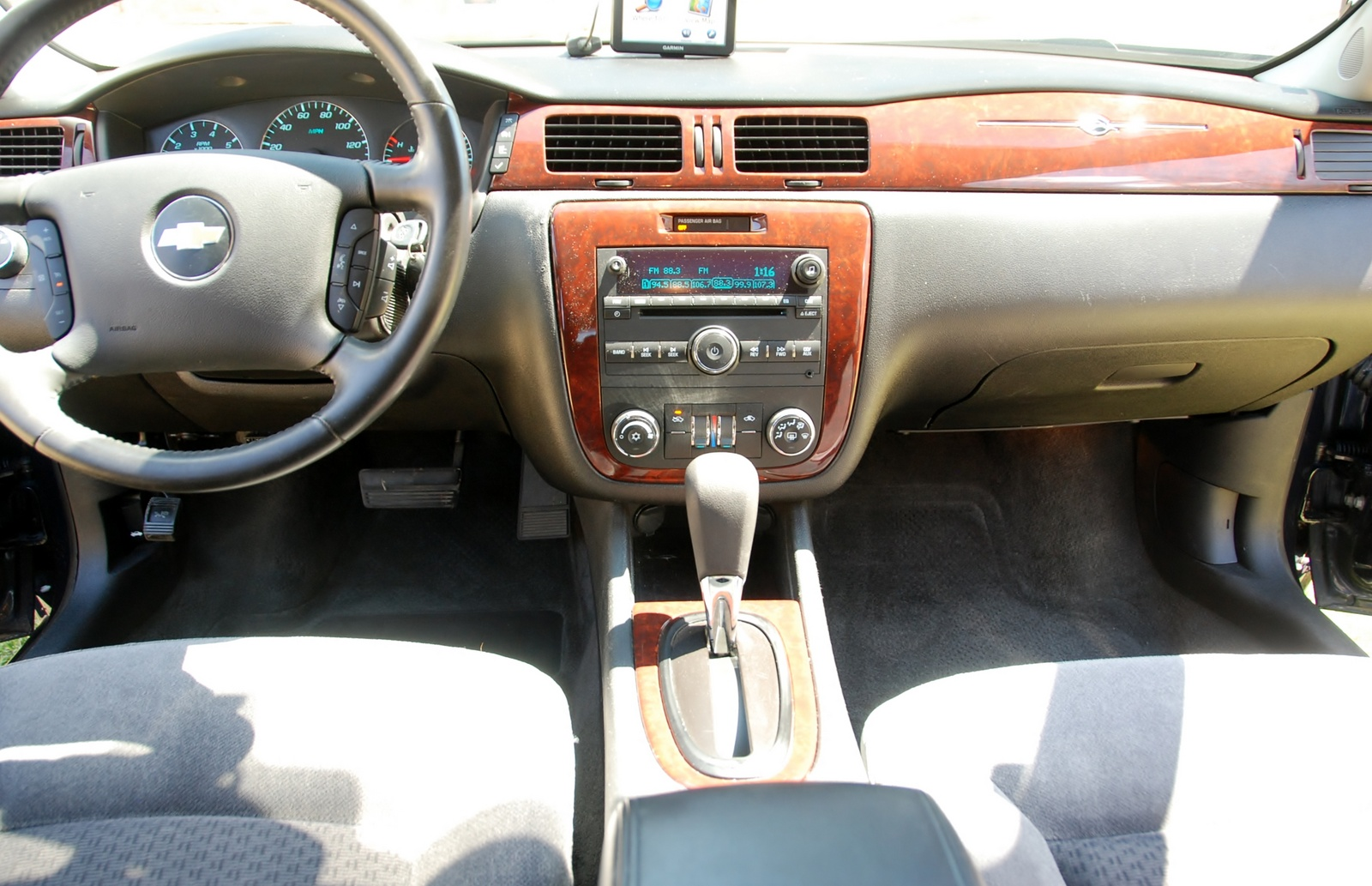 Picture of 2010 Chevrolet Impala LT, interior