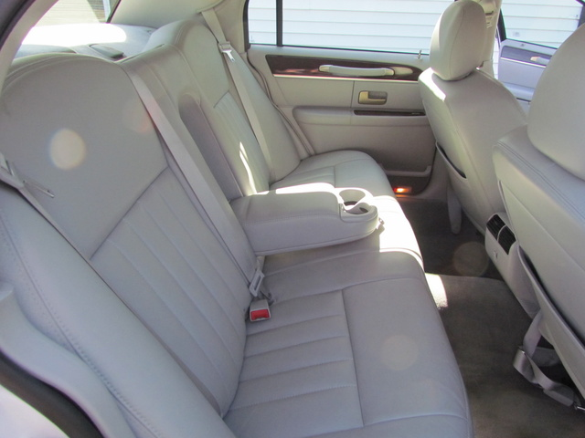 2006 lincoln town car pictures cargurus. Black Bedroom Furniture Sets. Home Design Ideas