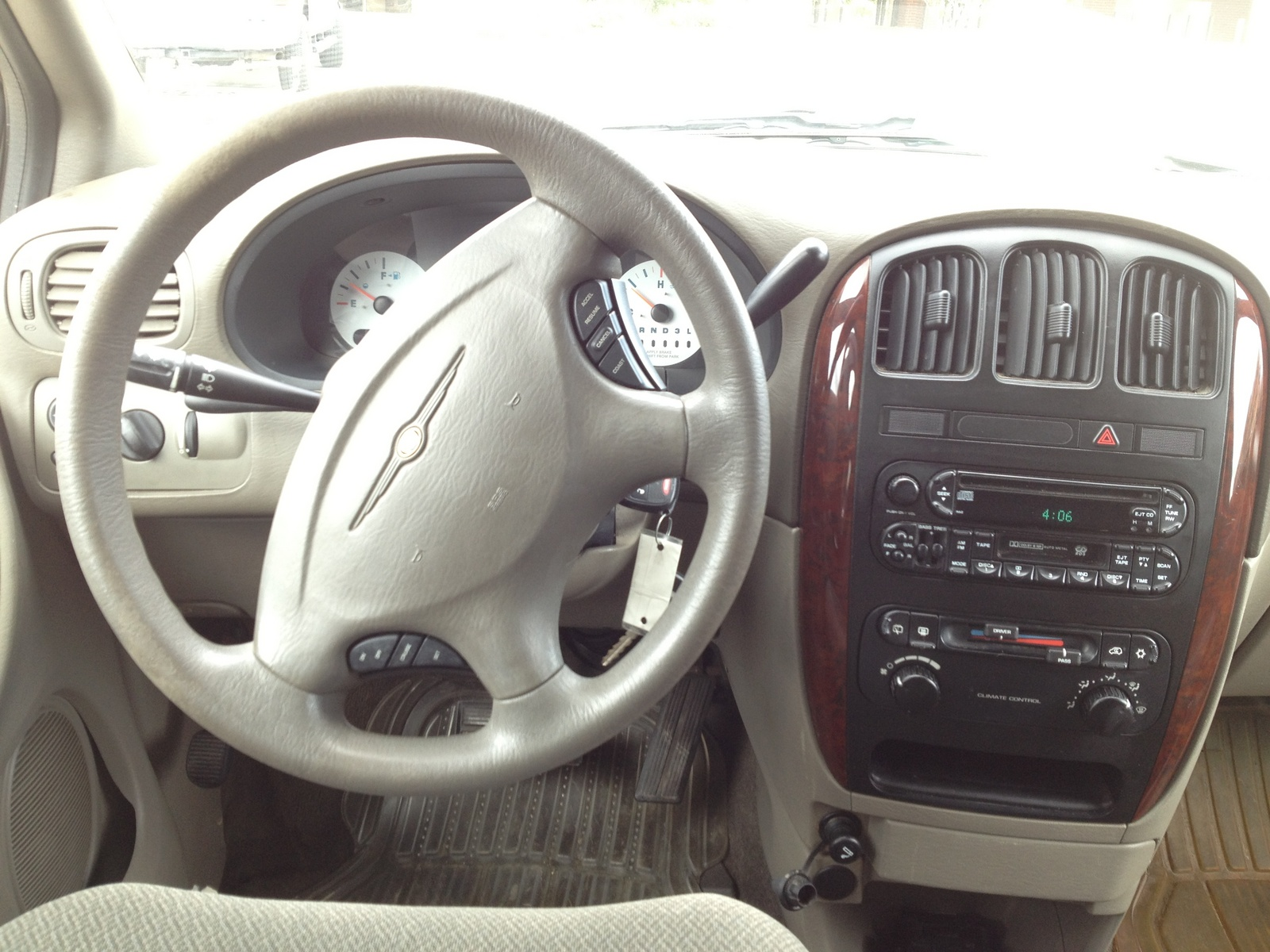 2004 chrysler town country pictures cargurus for 1999 chrysler town and country window problems