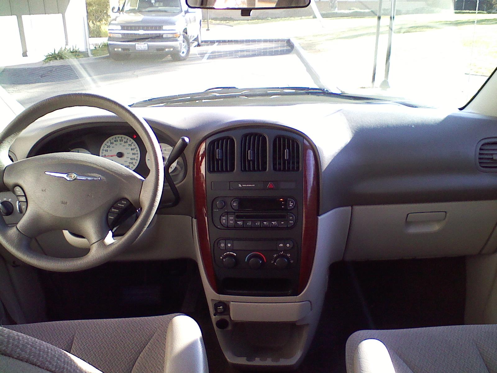 Chrysler Town Country Base Pic