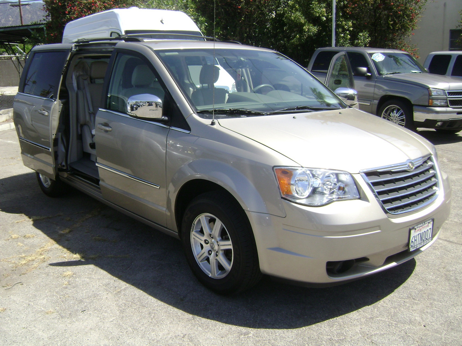 2009 chrysler town country pictures cargurus. Black Bedroom Furniture Sets. Home Design Ideas