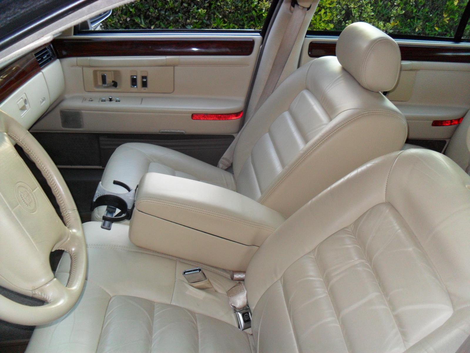 Cadillac Deville Concours Sedan Pic