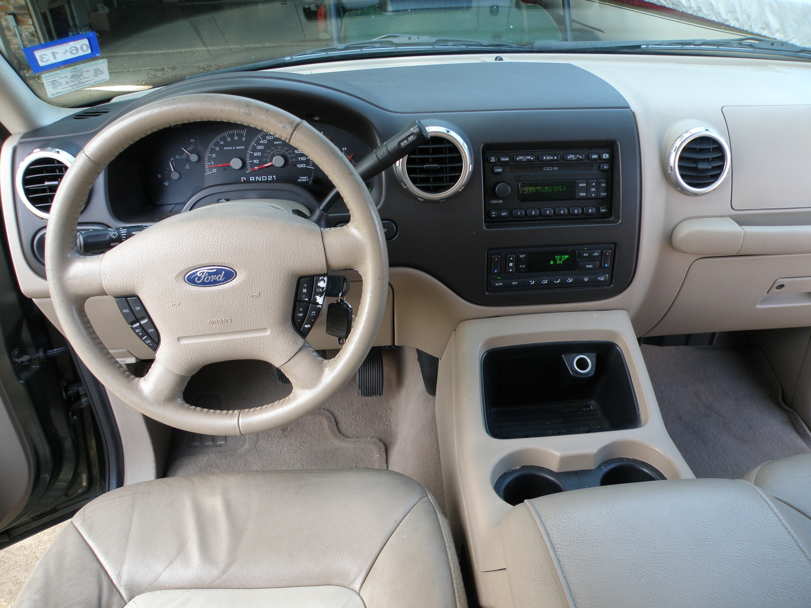 2004 ford expedition interior dimensions