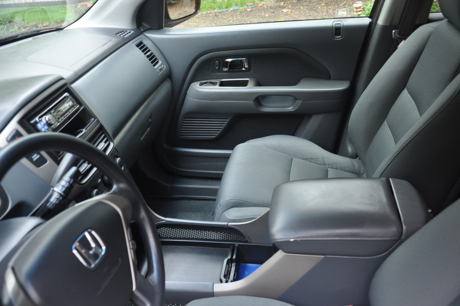 Image B furthermore Nissan Rogue Large also Dsc furthermore Toyota Corolla also Toyota Venza Limited Awd Pic X. on 2006 toyota highlander interior