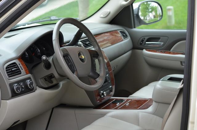 2008 Chevrolet Tahoe - Interior Pictures - CarGurus