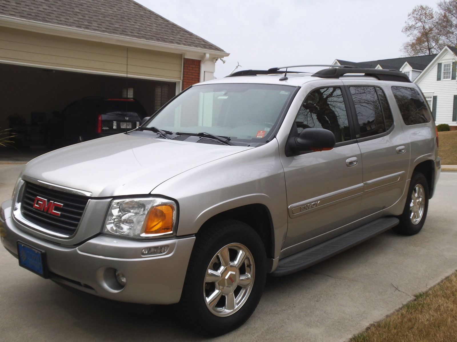 2005 gmc envoy xl overview cargurus. Black Bedroom Furniture Sets. Home Design Ideas