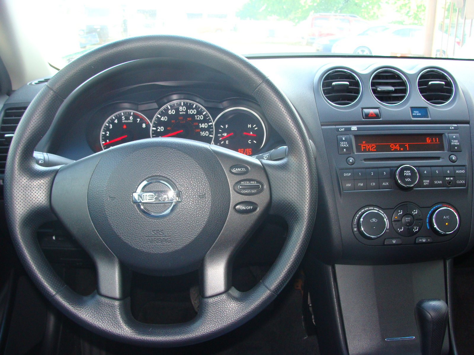 2010 nissan altima interior pictures cargurus. Black Bedroom Furniture Sets. Home Design Ideas