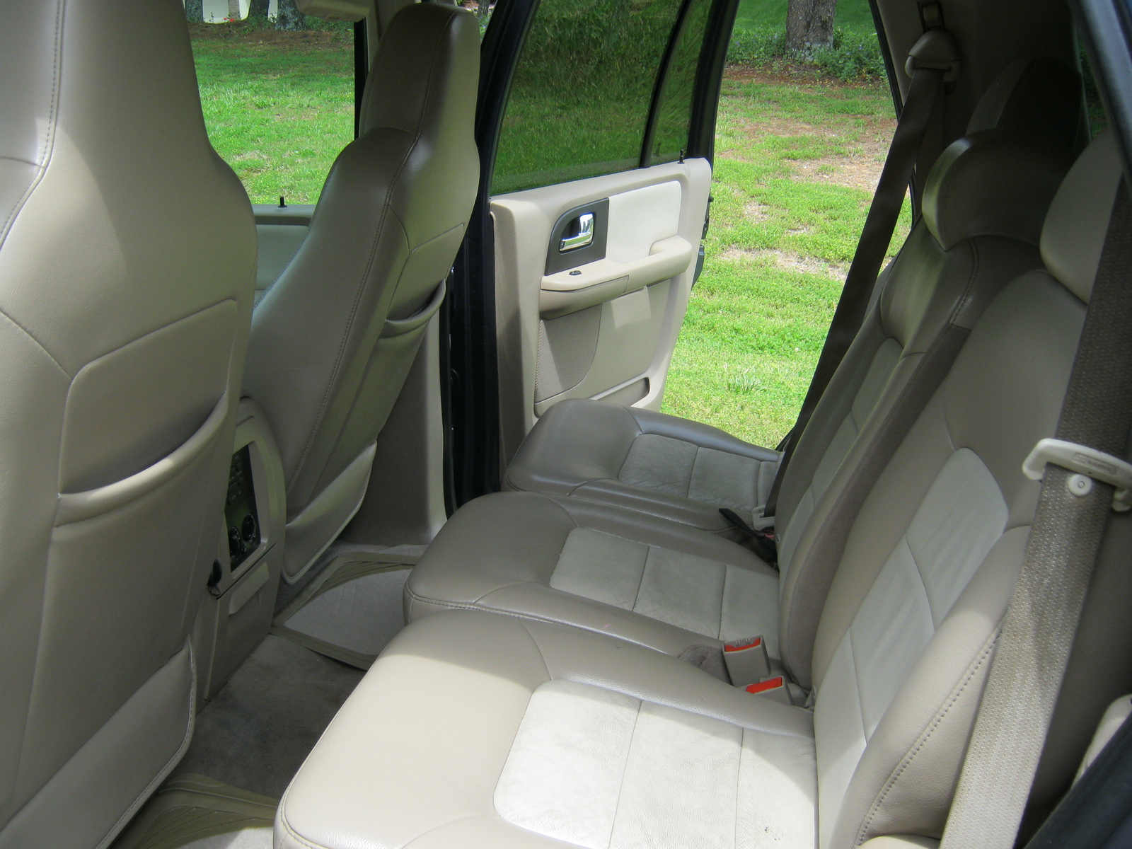 2015 tahoe ssv autos post for 2006 ford expedition interior parts