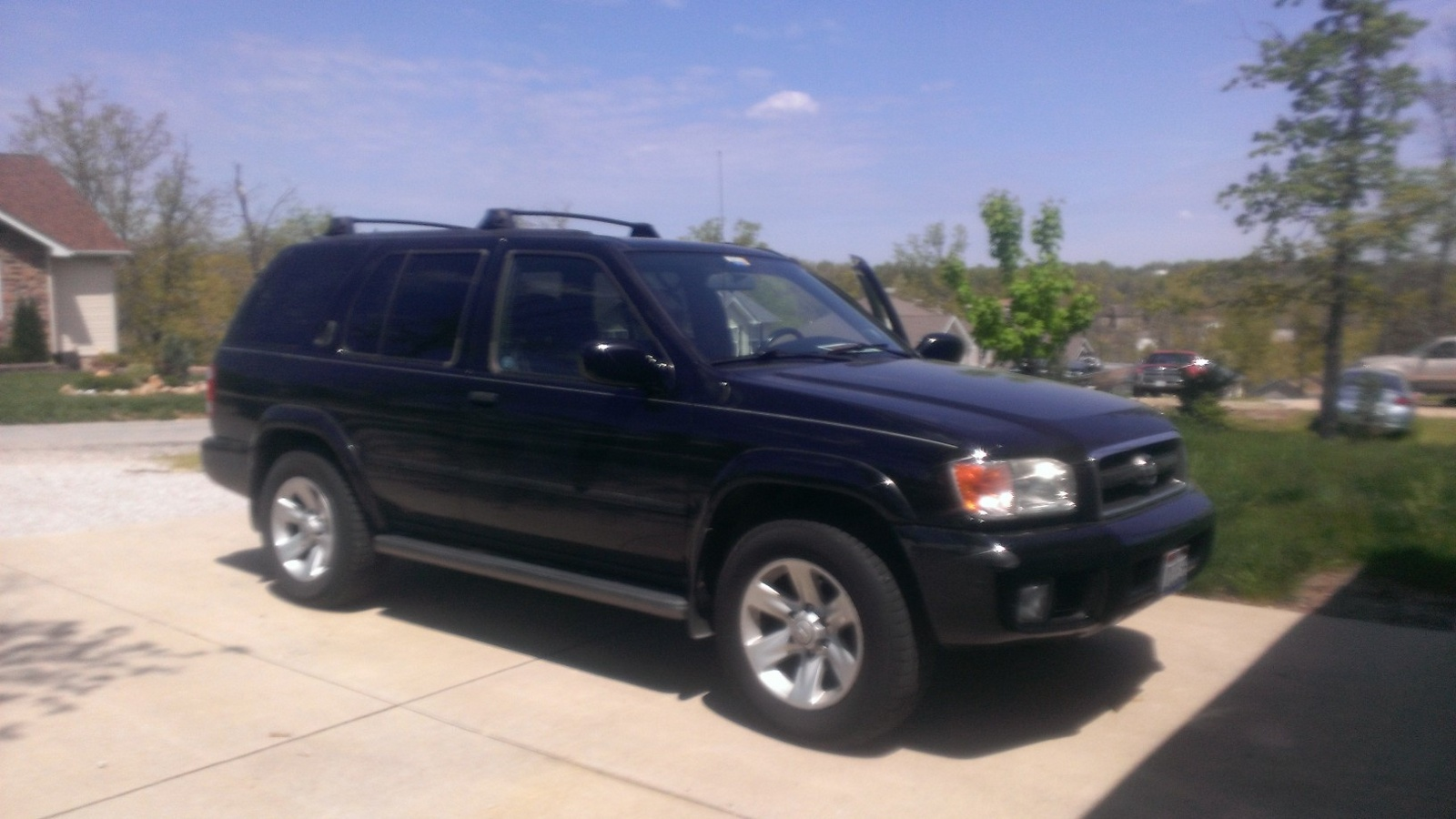 Picture of 2002 Nissan Pathfinder LE 4WD