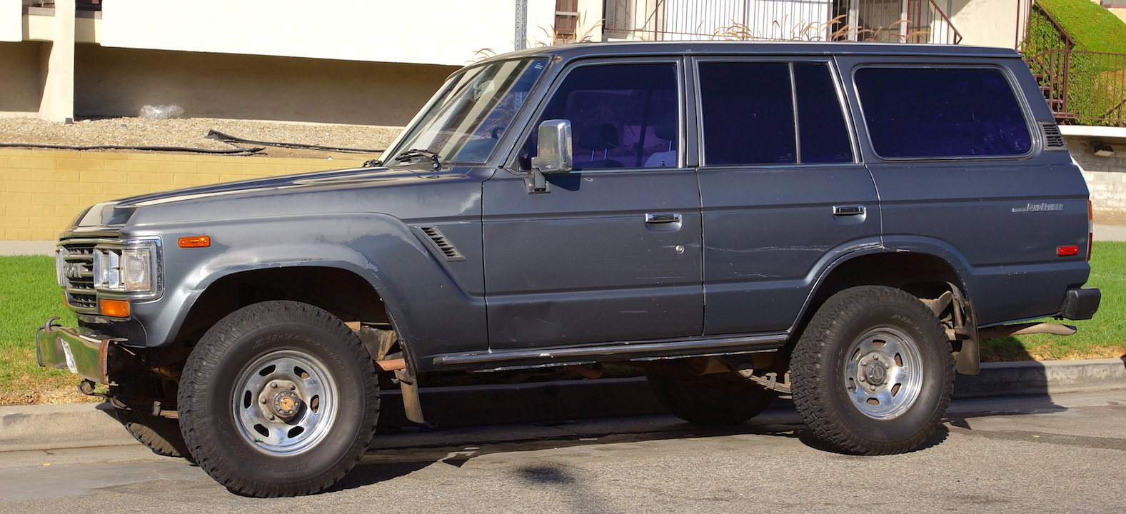 1996 land rover range with 1988 Toyota Land Cruiser Pictures C10870 Pi36237646 on Land Rover Discovery 5 Door 1994 97 Wallpapers 118890 besides 1994 Land Rover Defender 90 Wiring Diagram likewise DYC101420 Trim Clip Freelander Arch additionally Range Rover Classic Two Door as well 1995 C36 Amg Sedan.