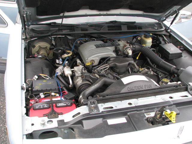Picture of 1990 Lincoln Town Car Signature, engine