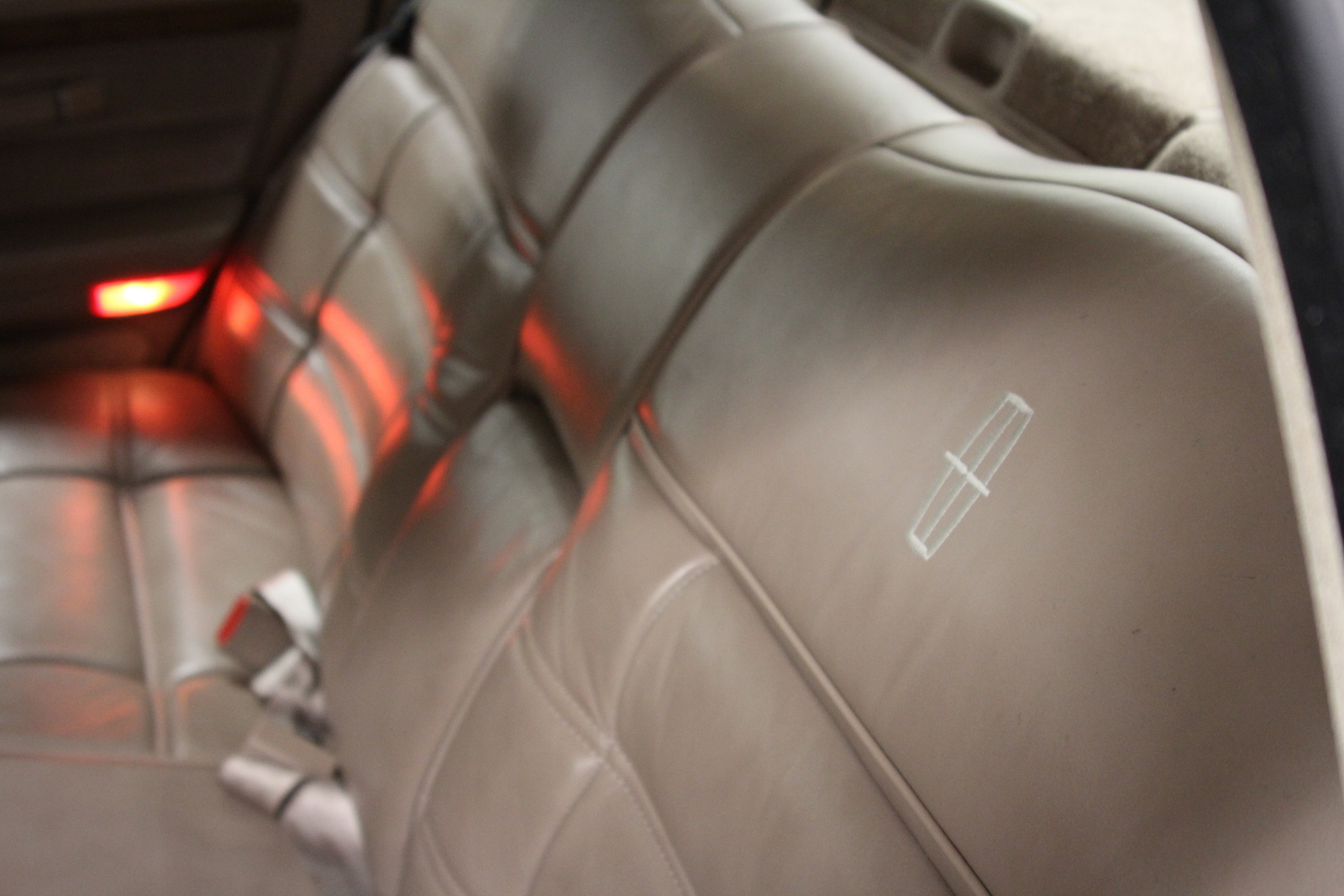 Picture of 1992 Lincoln Continental 4 Dr Signature Sedan, interior