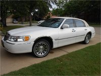 Picture of 2002 Lincoln Town Car Signature
