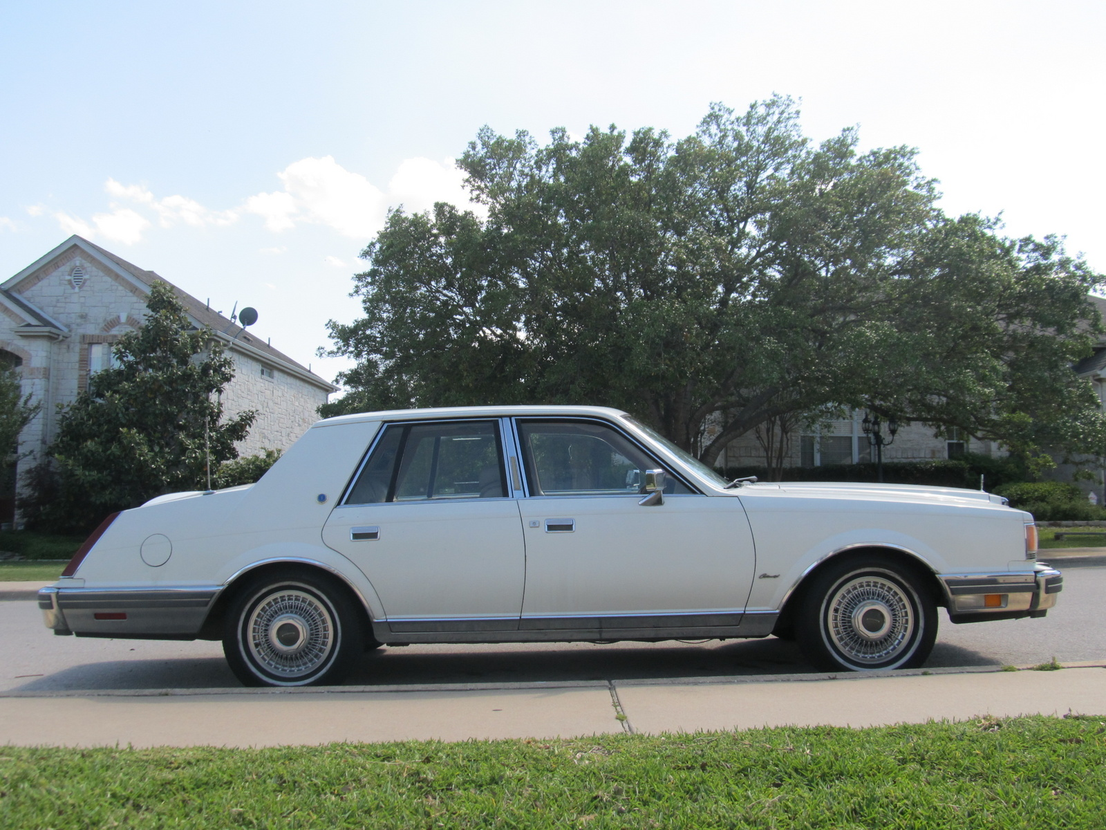 5085055098 as well 1968 Lincoln Continental Mark III classic luxury g together with 676182 1991 Mustang Gt Fuel Pump Will Not Turn On Or Prime together with 1972 Amc Javelin Sst 2 Door Coupe further Carros Da Disney Pixar. on 1970 lincoln town car